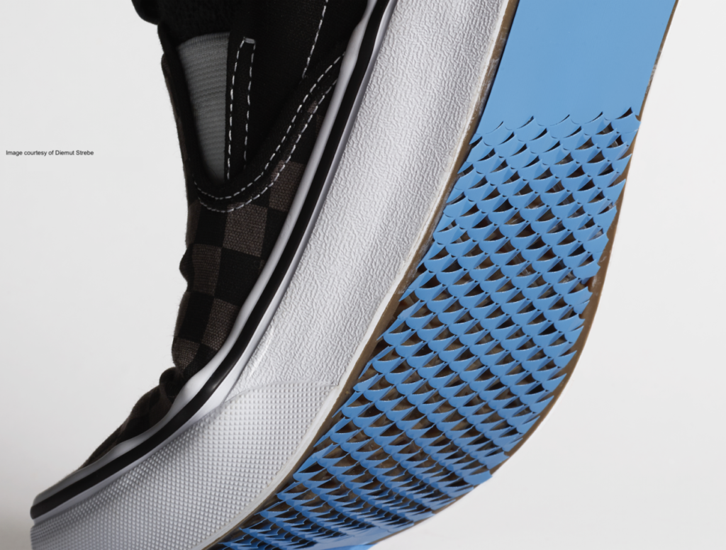 Le scarpe antiscivolo ispirate al kirigami giapponese